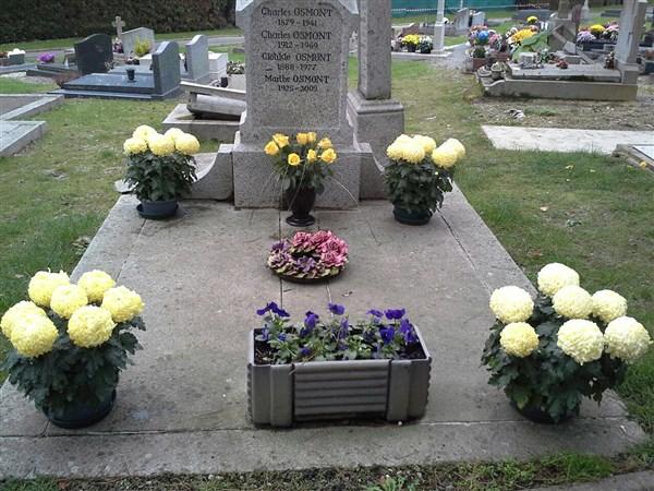 Services d'entretien et fleurissement de vos sépultures.