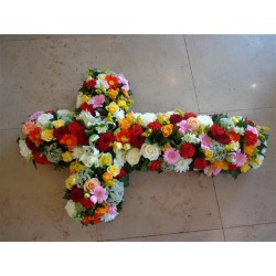 Croix de fleurs variées